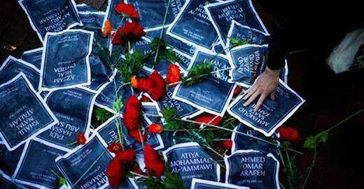 Mémorial improvisé pour les victimes du massacre