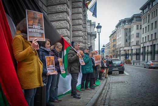 Des manifestants se sont rassemblés à Bruxelles le 6 février, près de sept mois après que Mustapha Awad a été injustement emprisonné en Israël.